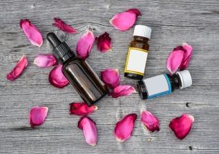 Synergie Aromathérapie Huiles essentielles Fleurs de Bach Flavie Dode Naturopathie Réflexologies Bien-être