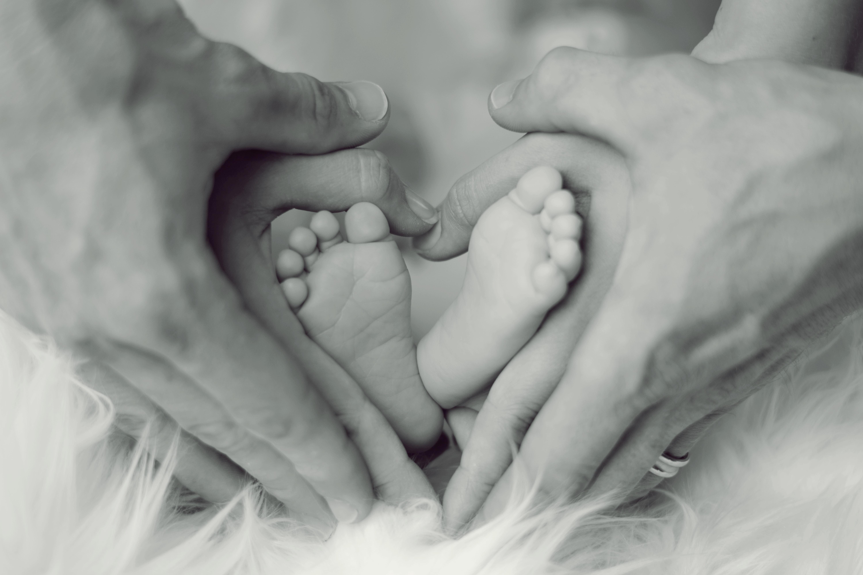 enfant pied main parent Flavie Dode Naturopathie Aromathérapie Réflexologie Synergie Huiles essentielles Atelier connexion énergie
