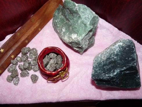 Flavie Dode Naturopathie Réflexologies Bien-être Cristaux Pierres Lithothérapie brut agate mousse pyrite