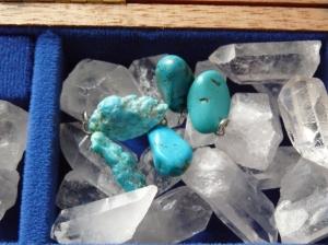 Flavie Dode Naturopathie Réflexologies Bien-être Cristaux Pierres Lithothérapie brut pendentifs turquoise
