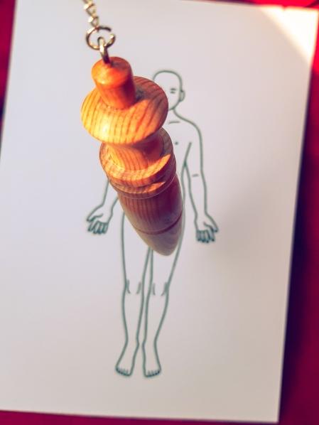 Mon pendule bois mélèze jura suisse Bien-être Angéline Ange Angélique énergie énergétique planche corps humain