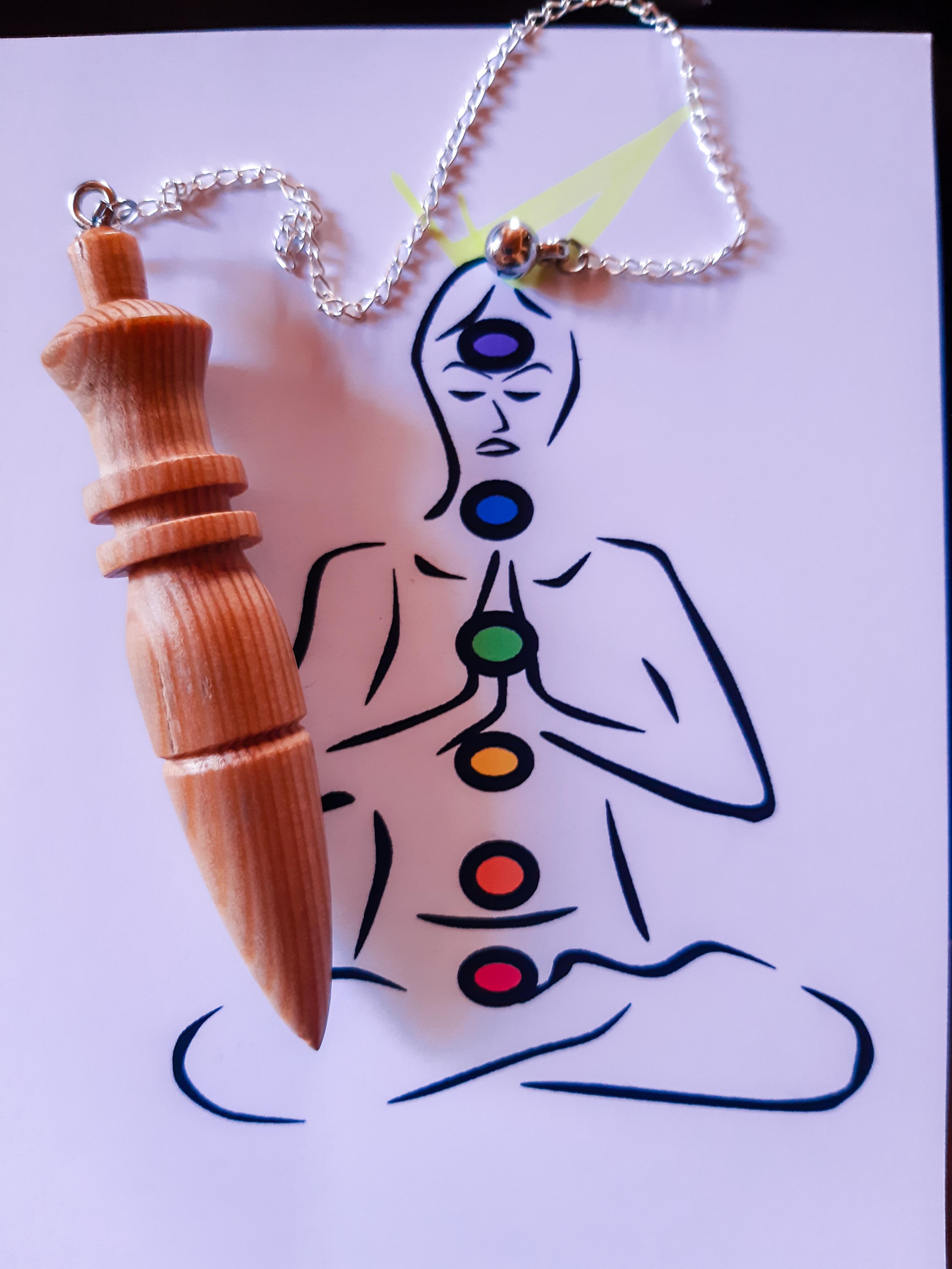 Mon pendule bois mélèze jura suisse Bien-être Angéline Ange Angélique énergie énergétique chakras