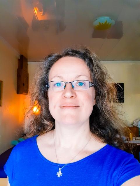Flavie Dode Naturopathie Réflexologies Bien-être photo autoportrait Cabinet LightRoom Thérapeute énergie douce