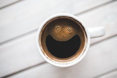 café accro joie heureux sourire