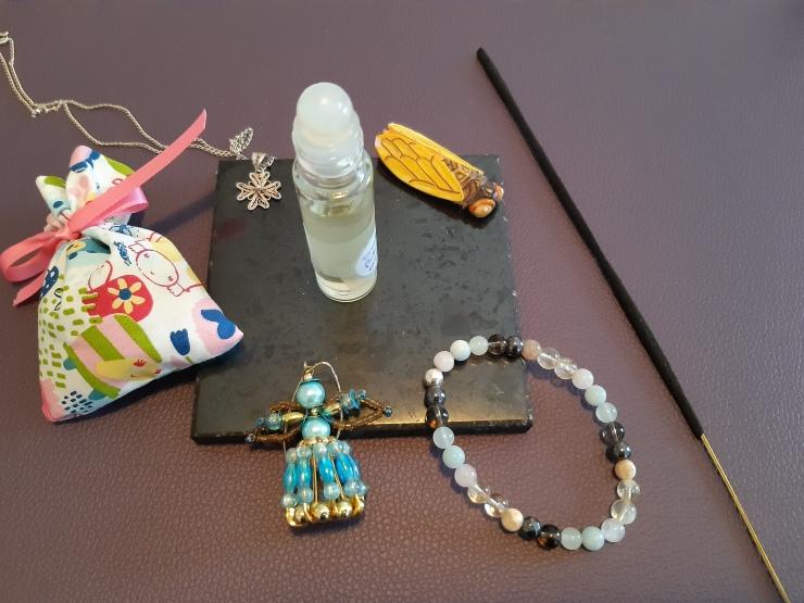 soin énergétique énergétiser soin energetique energetiser objet bijou huile essentielle synergie ange bleu croix de Malte Zoom
