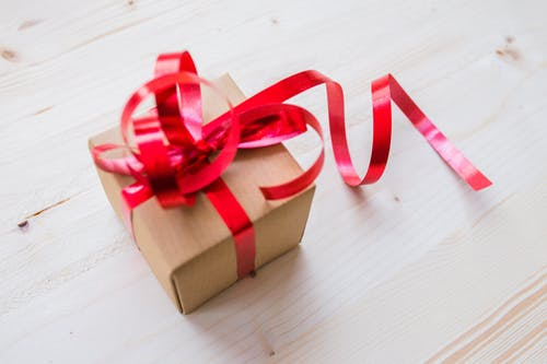 cadeau bon cadeau offrir Noël Noel fête fete anniversaire plaisir d'offrir